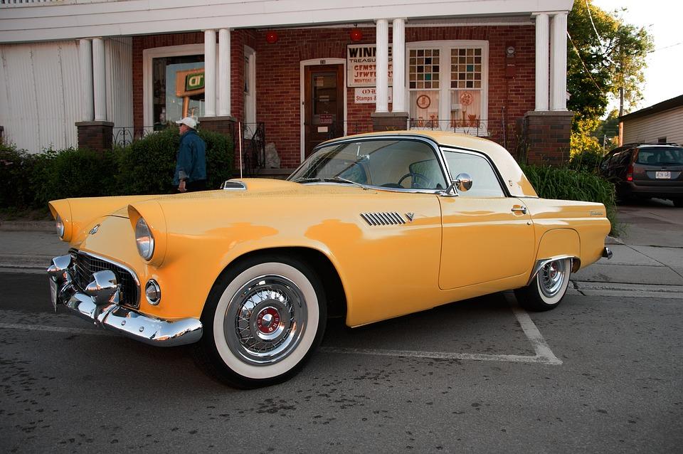 Gelb Ford Thunderbird Auto Automobil Strasse
