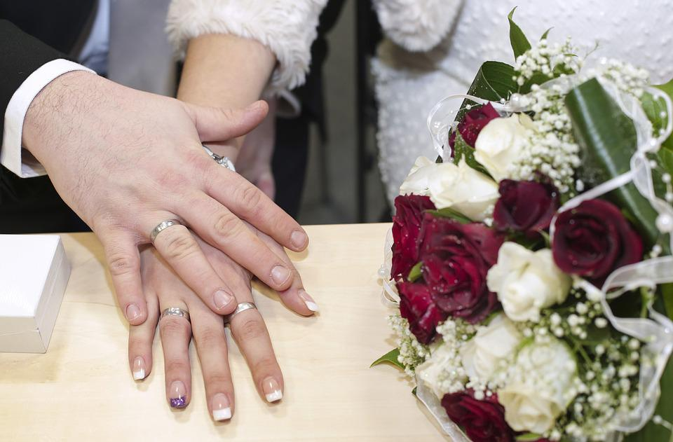 wedding wedding rings hands hand bouquet of roses - Wedding Rings On Hands