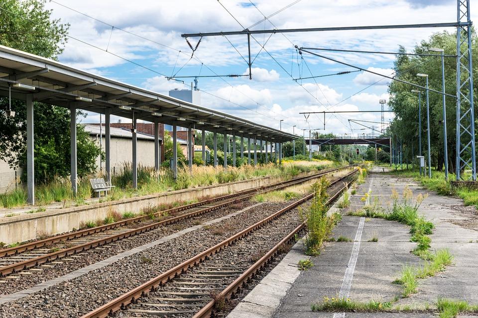鉄道駅 レール プラットフォーム...