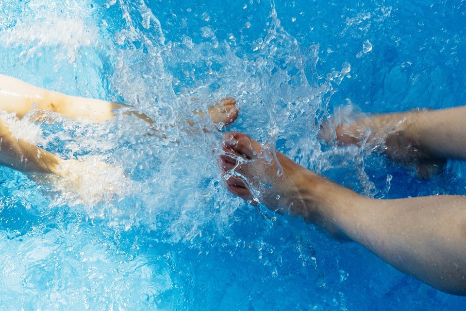 Abkühlung wasser sommer abkühlung sprung ins kostenloses foto auf pixabay