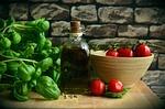 oliwa z oliwek, pomidory, basil