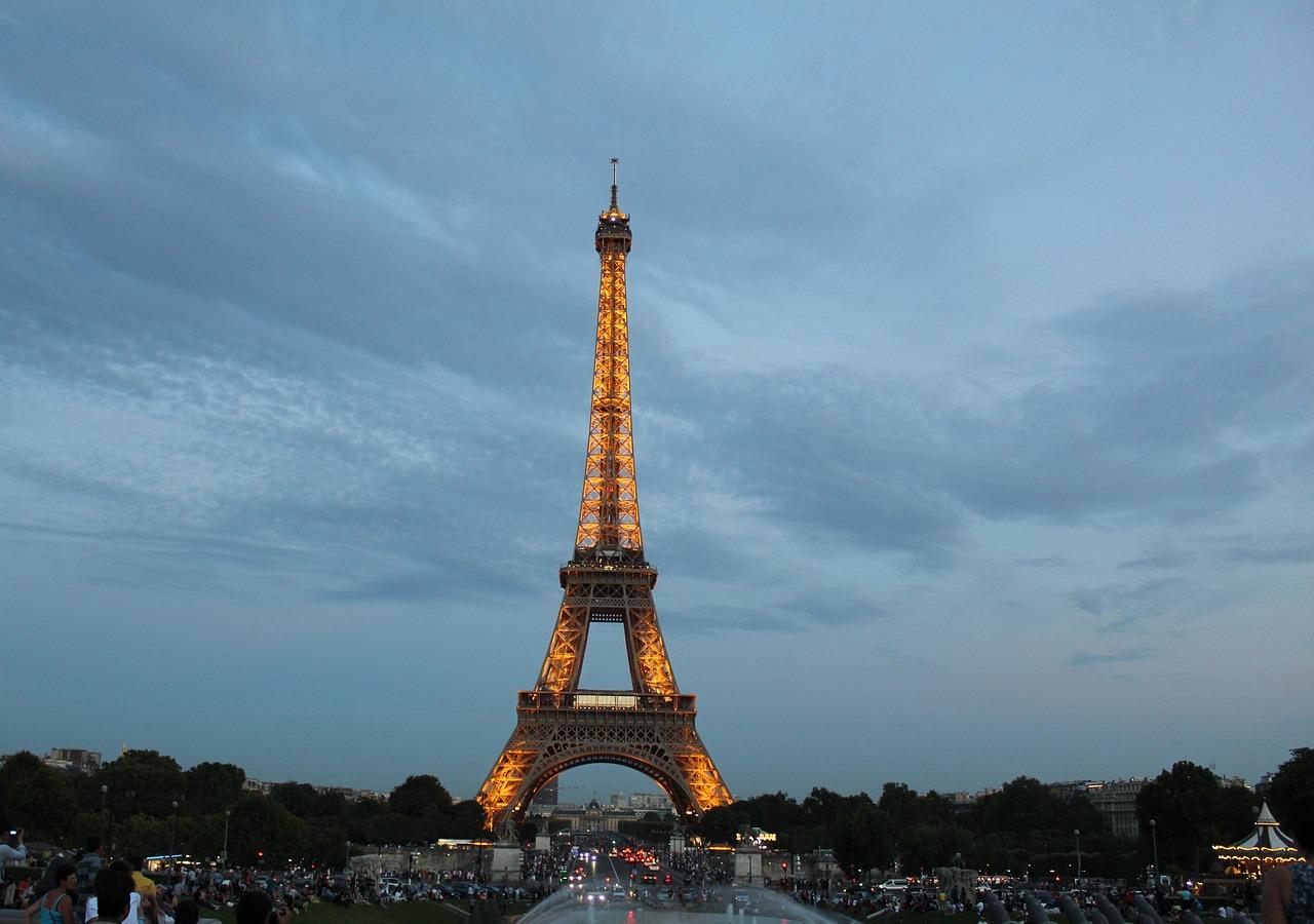 из-за ейфелева вежа фото картинки просмотра фотографий картинок
