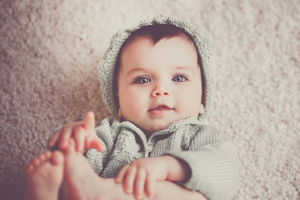 Baby meisje pet gratis foto op pixabay