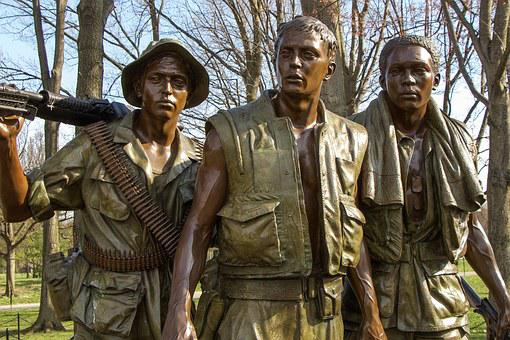 Vietnam Memorial Soldiers Bronze Monument