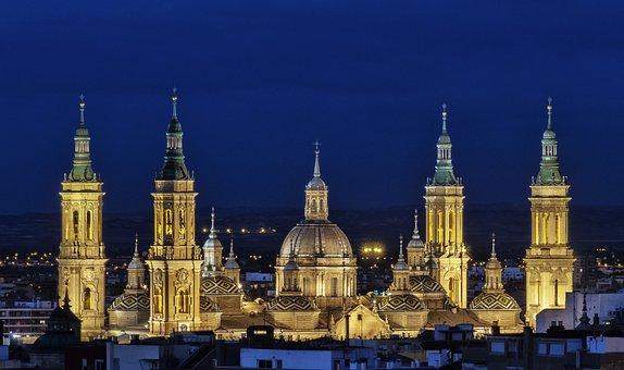 Qué ver qué hacer en Aragón, Vista de las torres de Basilica del Pilar Zaragoza