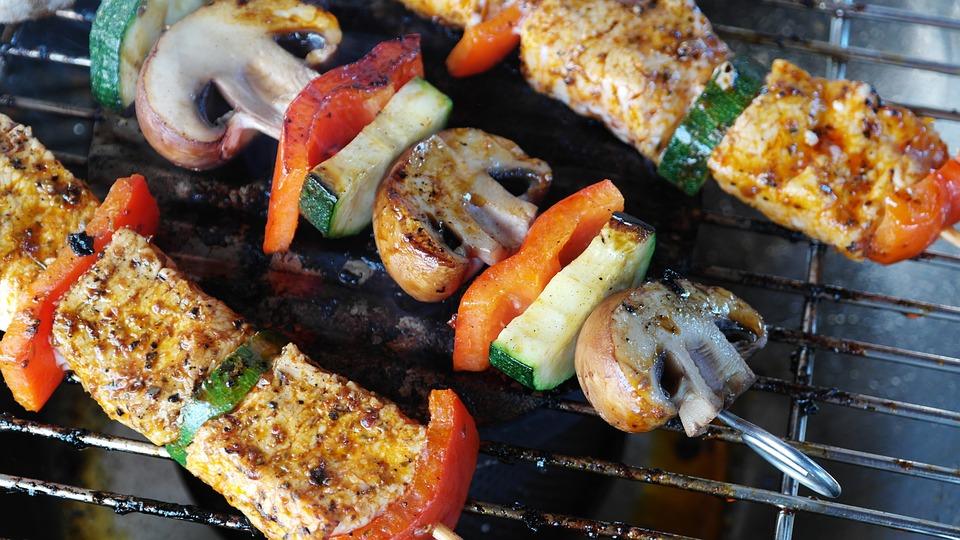 肉串, グリル, 食品, 皿, 肉, 野菜, Gemuesepiess, キノコ, 豚肉, バーベキュー