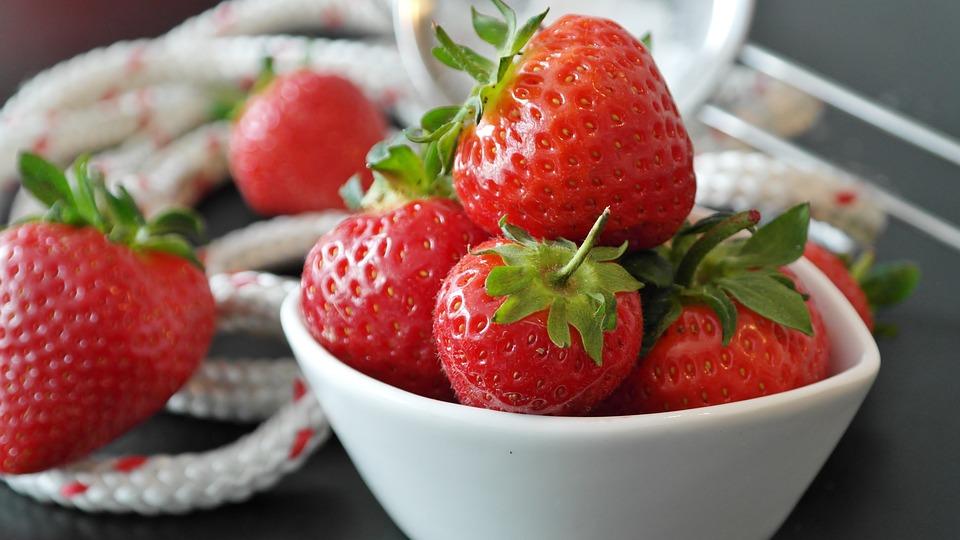 kostenloses foto erdbeeren beeren rot obst kostenloses bild auf pixabay 1446017. Black Bedroom Furniture Sets. Home Design Ideas