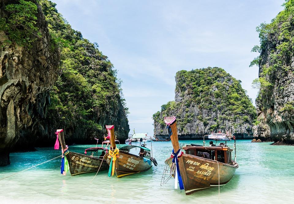 Phuket pour ses stations chic et sa vie nocturne trépidante.