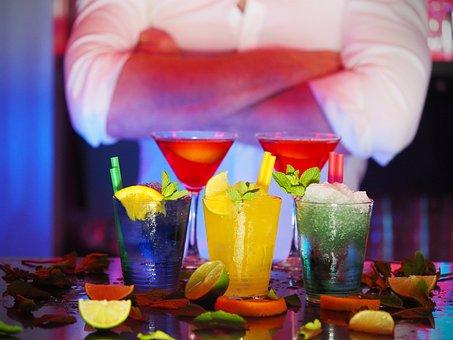 Mann, Barmann, Cocktails, Getränke