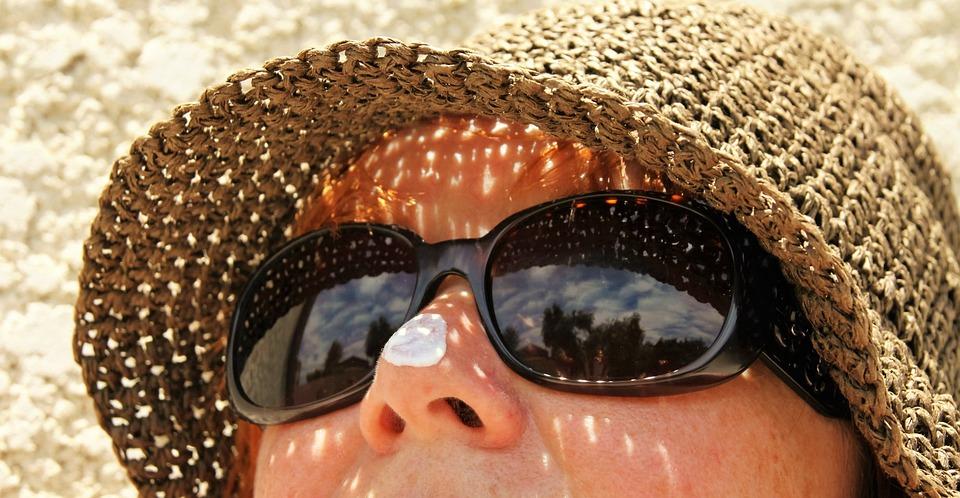 日焼け止めクリーム, サングラス, スキンケア, 帽子, 夏, 太陽, 保護, クリーム, 休暇, 日焼け止め