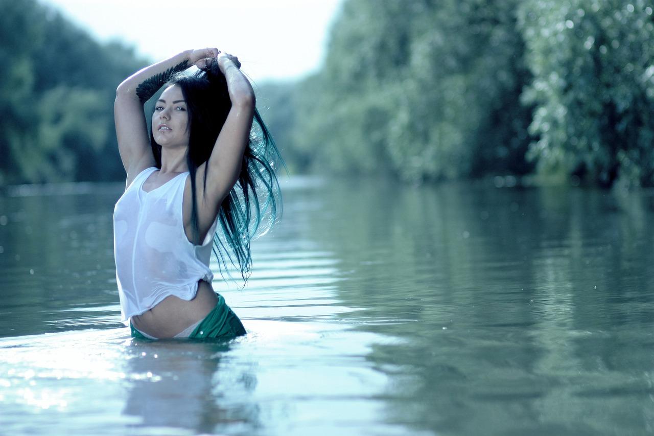 посетители, фото девушки у воды естественно, надо