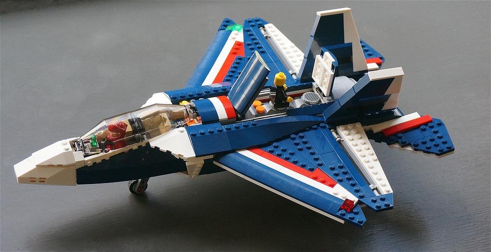 Avion de chasse lego photo gratuite sur pixabay - Avion de chasse en lego ...