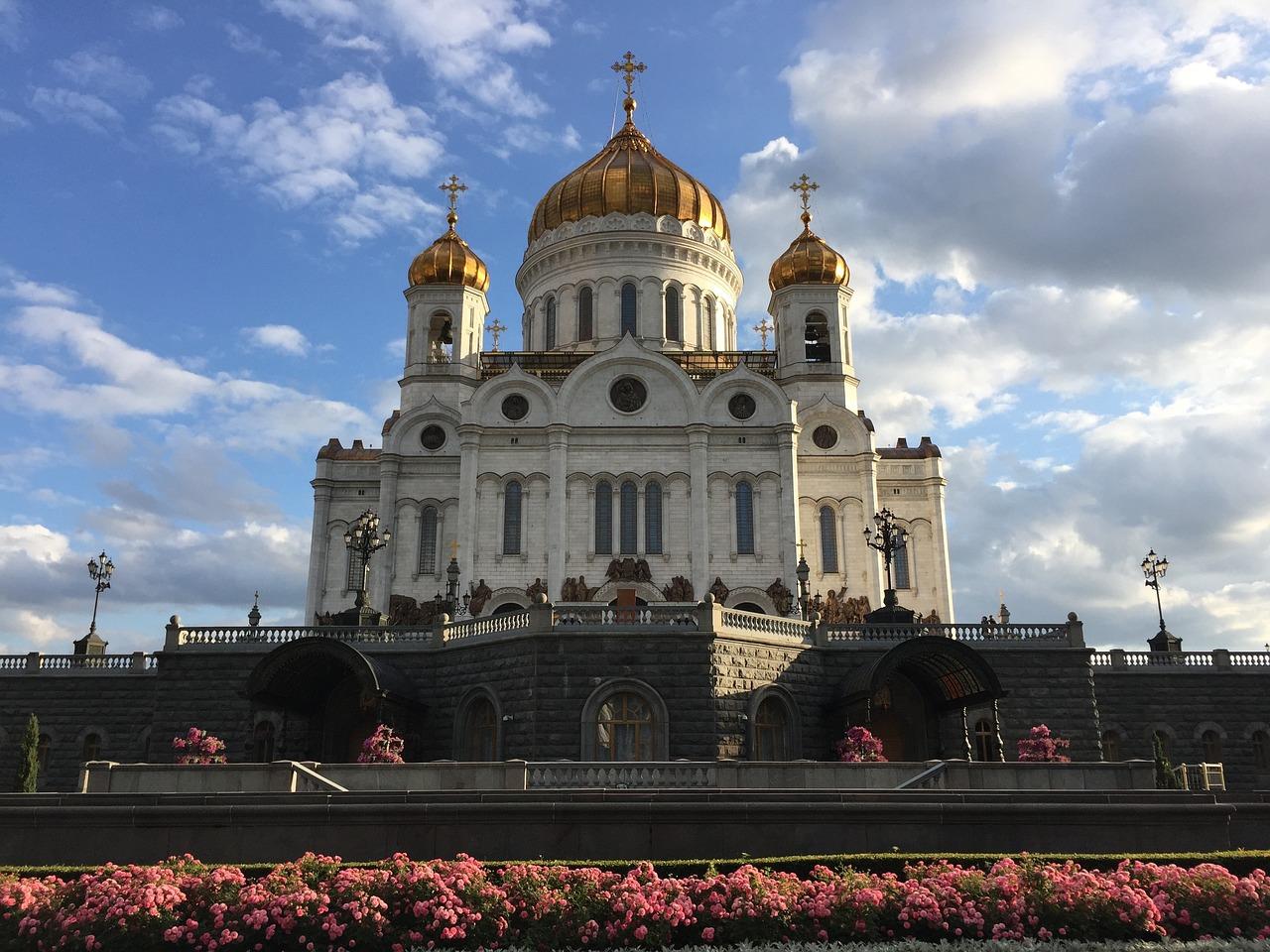 где-то там московские соборы и фото сопровождается образованием