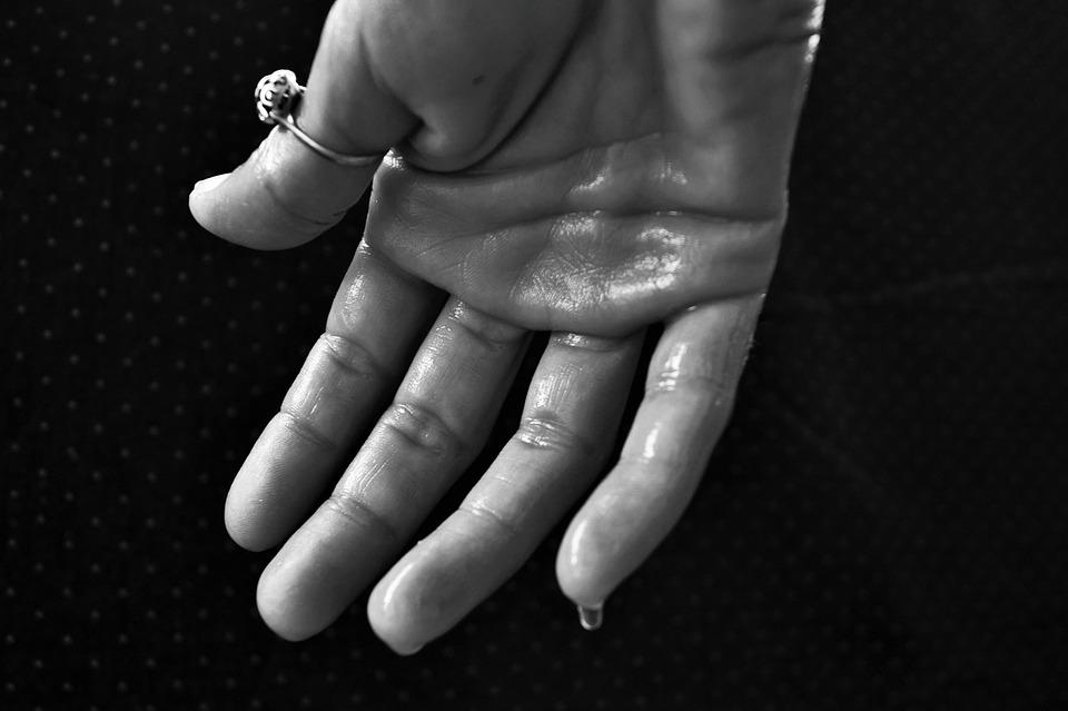 Hand Hyperhidrose Schwitzen · Kostenloses Foto auf Pixabay