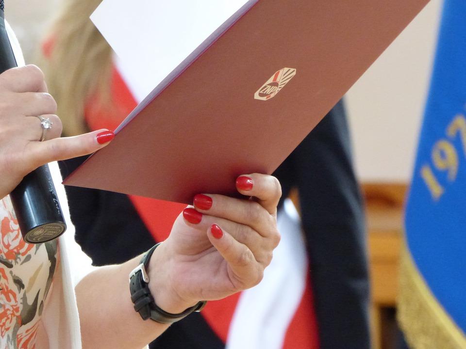 先生, ポーランド語教師連合, 学校, プロフェッショナル, 教育, 手, マニキュア, クローズ アップ