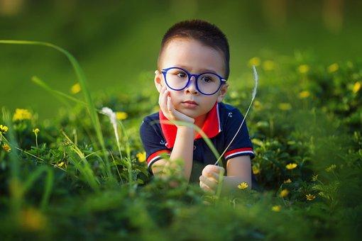 Enfant, Garçon, Sur Le Terrain, Lunettes