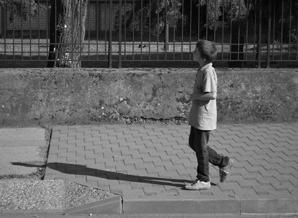 """Résultat de recherche d'images pour """"enfant seul foule"""""""