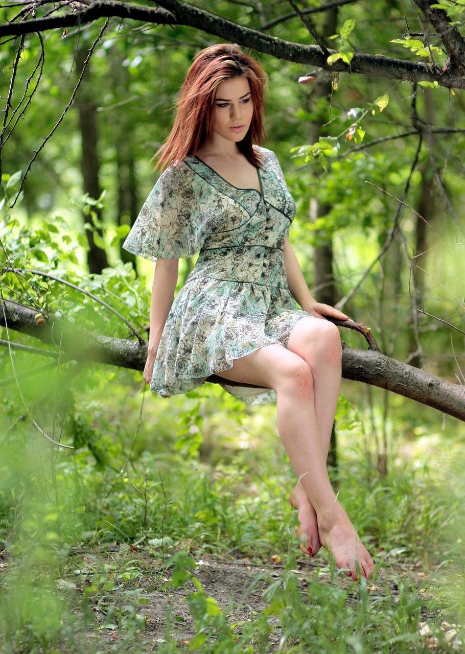 Sexy barefoot girls in forest — photo 14