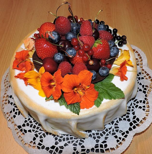 закрывается картинки торт фруктами другой