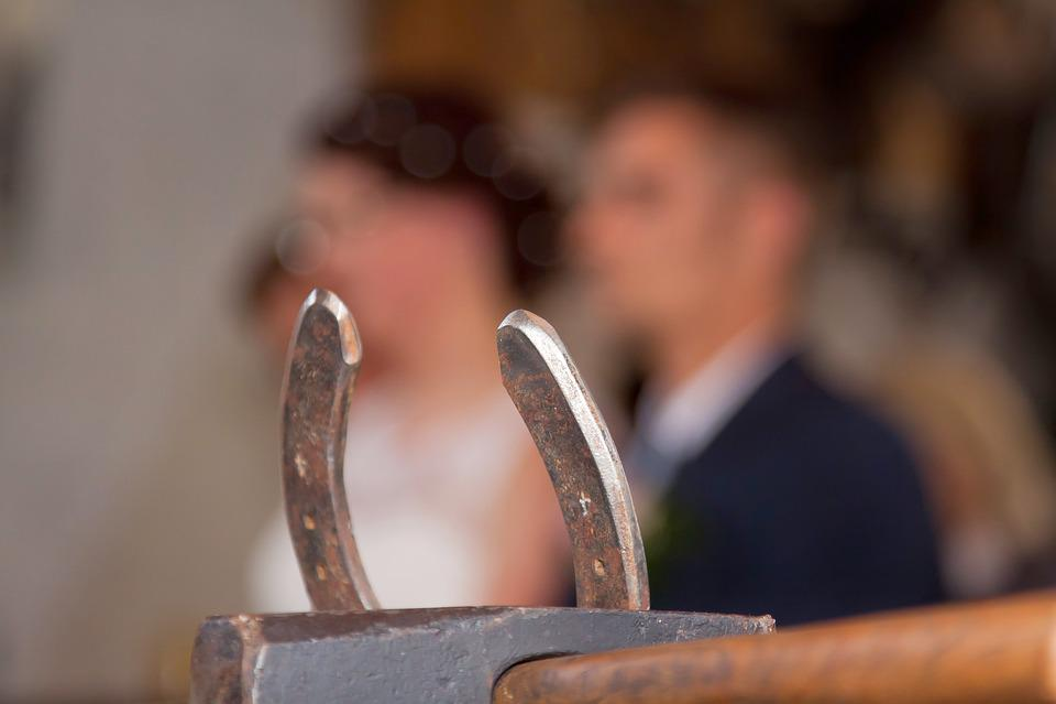Svadobné šaty pripojiť