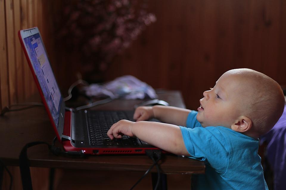 子供, ノート, コンピューター, 学習します, 好奇心, パーソナルコンピュータ, 笑顔, 美容