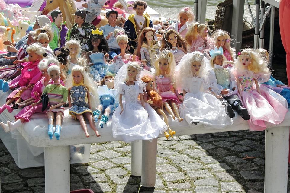 Flohmarkt, Puppen, Spielzeug, Kinderspielzeug, Bunt