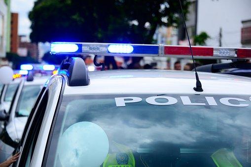 Auto, Polizeiautos, Wohnwagen, Sirenen