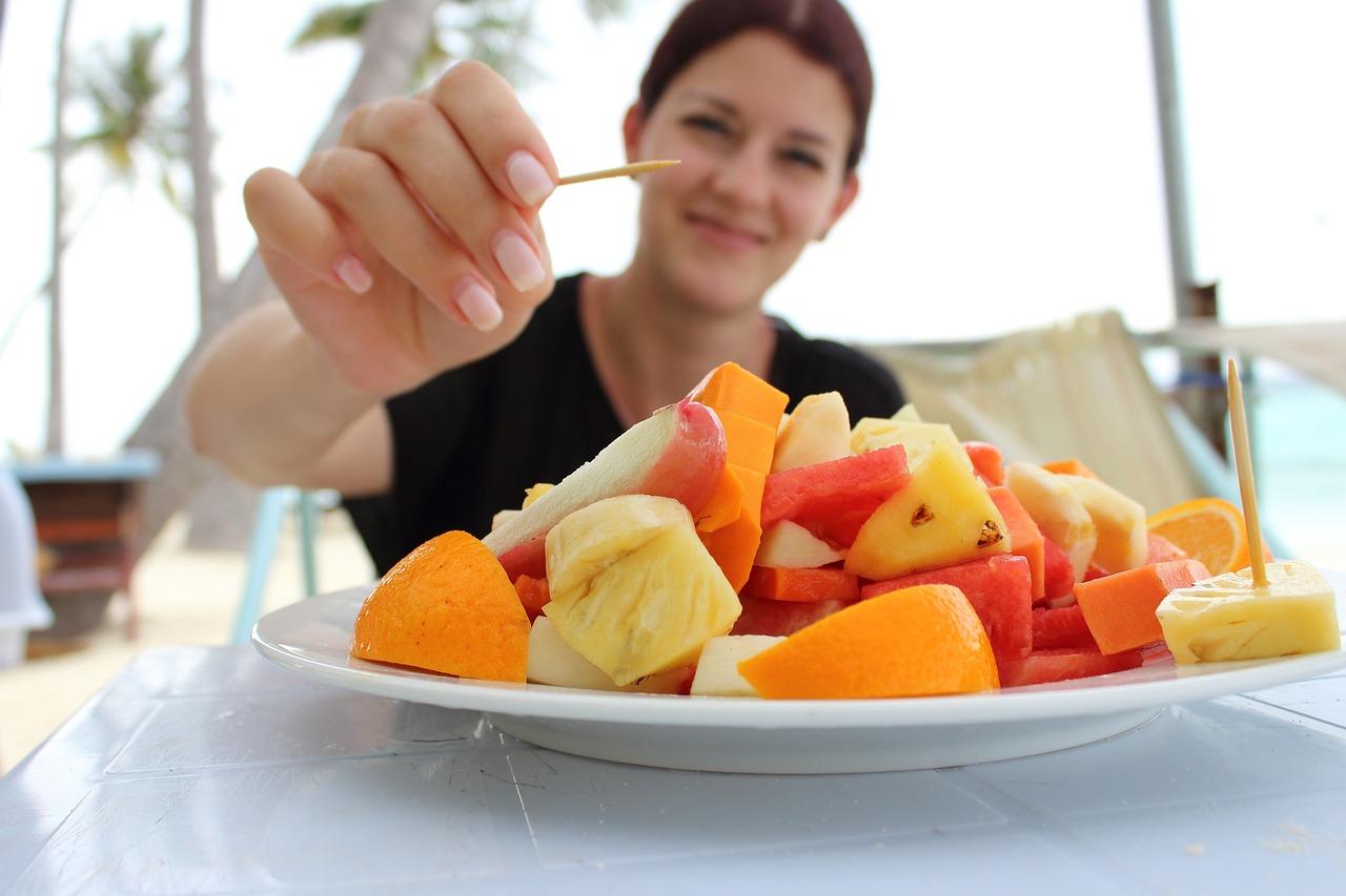 Que nutriente aporta cada color de la comida?