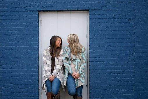 親友たちです, 笑い, 幸せ, 若いです, 楽しい, 一緒に, 友情, 女の子