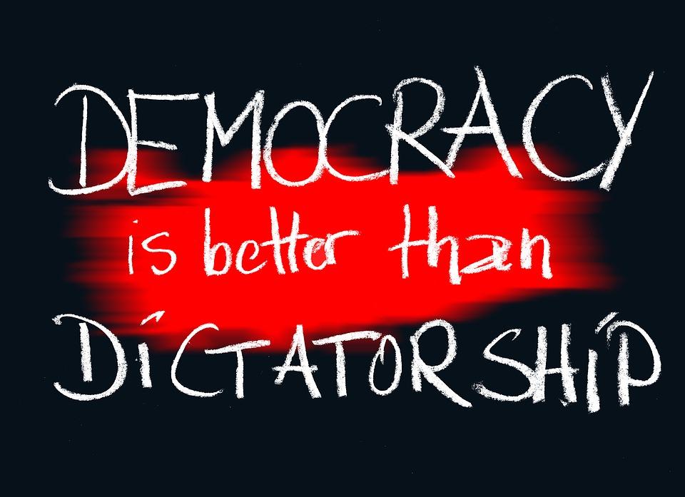 民主主義, 独裁政権, ボード, チョーク, 黒板, 責任, 地球, グローバリゼーション, グローバル