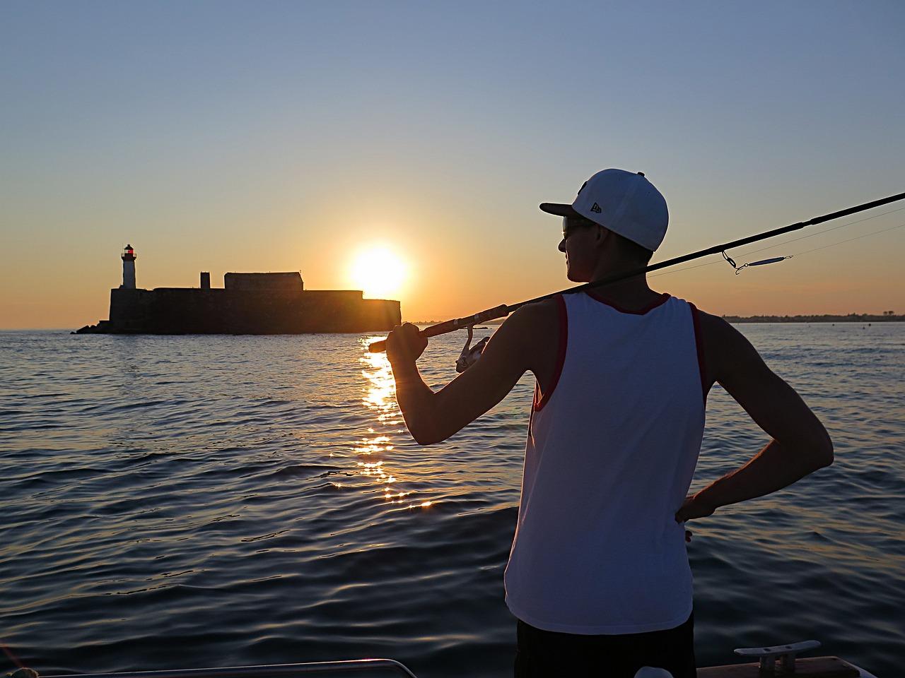 один в море не рыбак