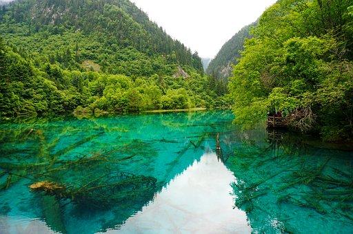 Lago cristalino Turquoise, China