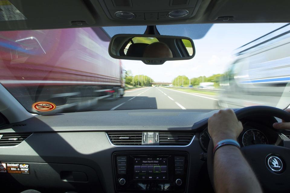 быстрая езда по автобану
