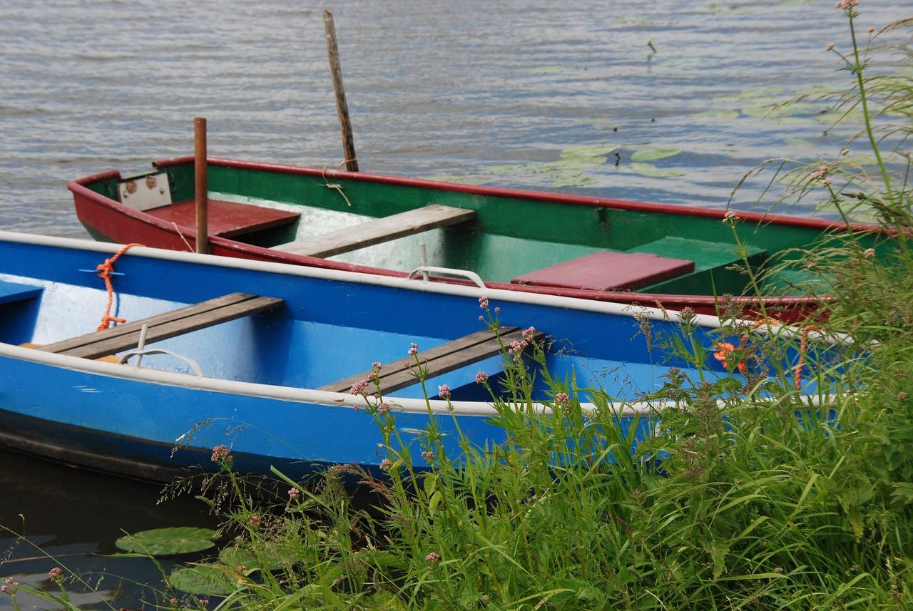 картинки академических лодок соседству пляжем, располагается
