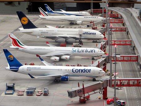 Reisen in Corona Zeiten 2: Was geht wieder?   - Flugzeuge am Boden