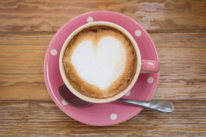 Картинка чашка кофе с надписью доброе утро, днем рождения для