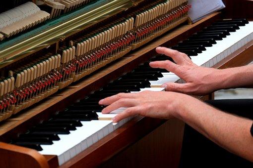 recherche une photo d'un sondeur Warluzel Playing-the-piano-1589163__340