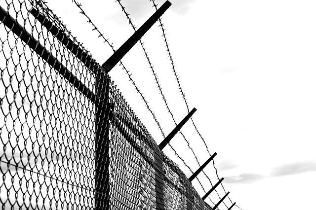 barbed wire fence old  u00b7 free photo on pixabay