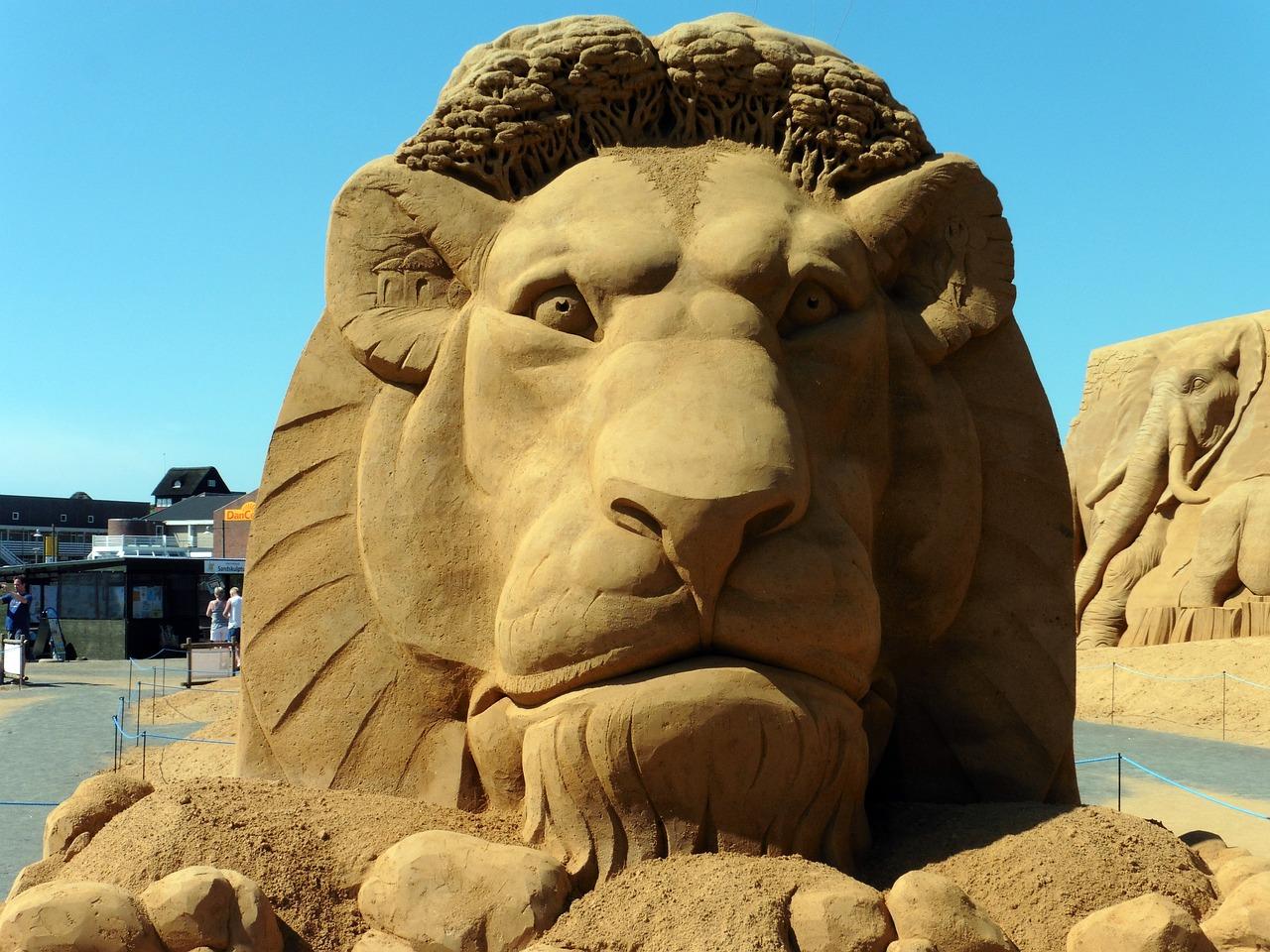 скульптура из песка фото выполнена прозрачного материала