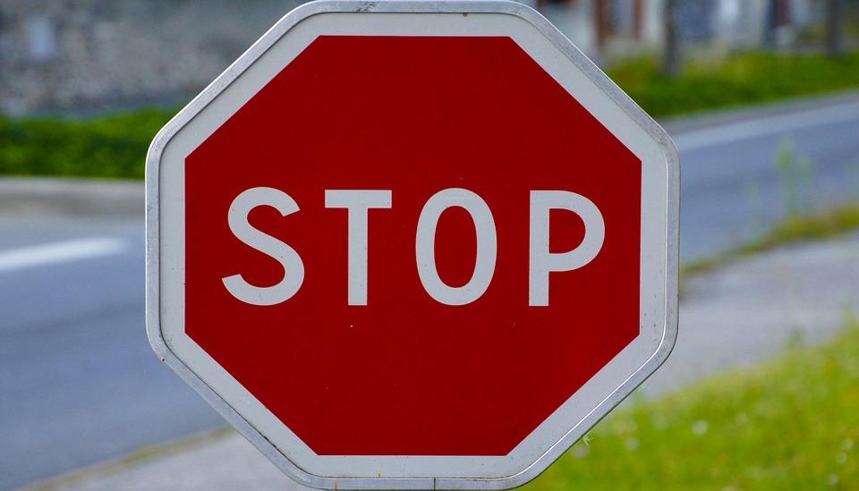 panneau stop signalisation photo gratuite sur pixabay. Black Bedroom Furniture Sets. Home Design Ideas