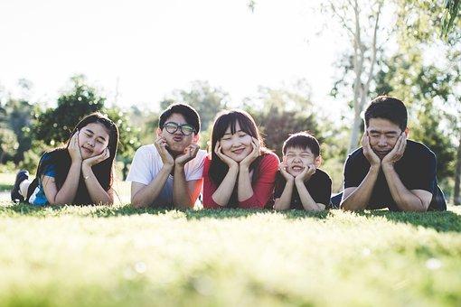 家族, 屋外, 幸せ, 幸福, 幸せな家族の屋外, 幸せな家族, にこやか