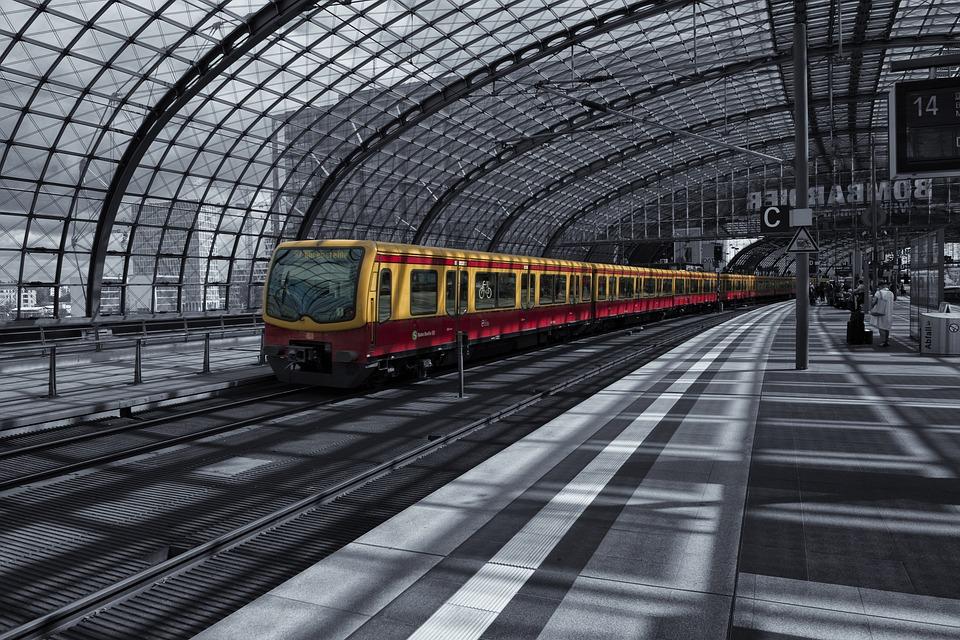 ベルリン 中央駅 鉄道駅 · Pixab...