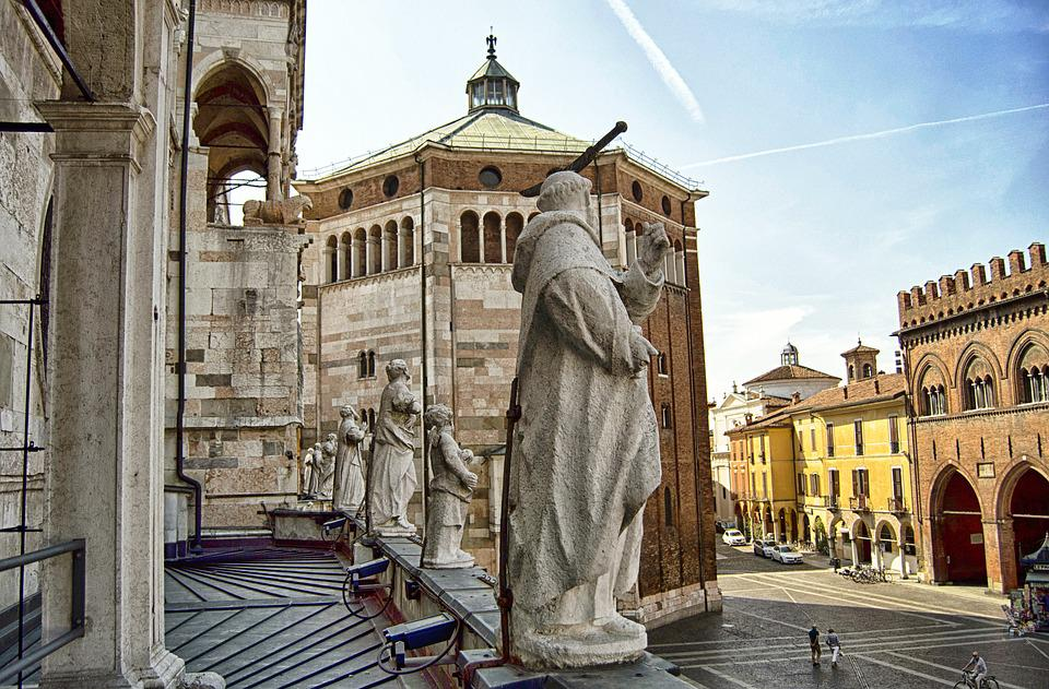 https://cdn.pixabay.com/photo/2016/08/18/08/26/cremona-1602304_960_720.jpg