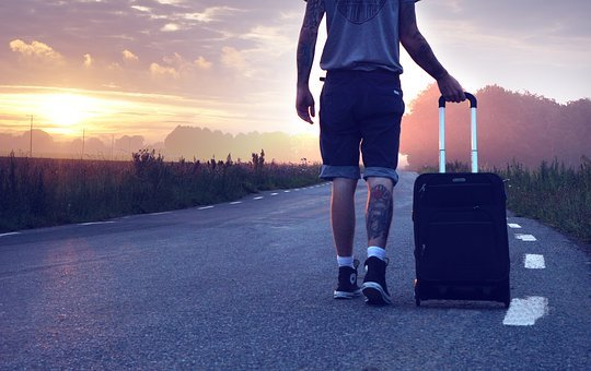 ハイカー, 旅行, 旅, さまよいます, スーツケース, 旅行者, 行く, 道路
