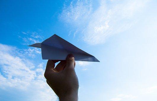 紙飛行機, 手, 空, 投げます, 雲, 紙, 飛行機, 楽しい, グッズ, 男