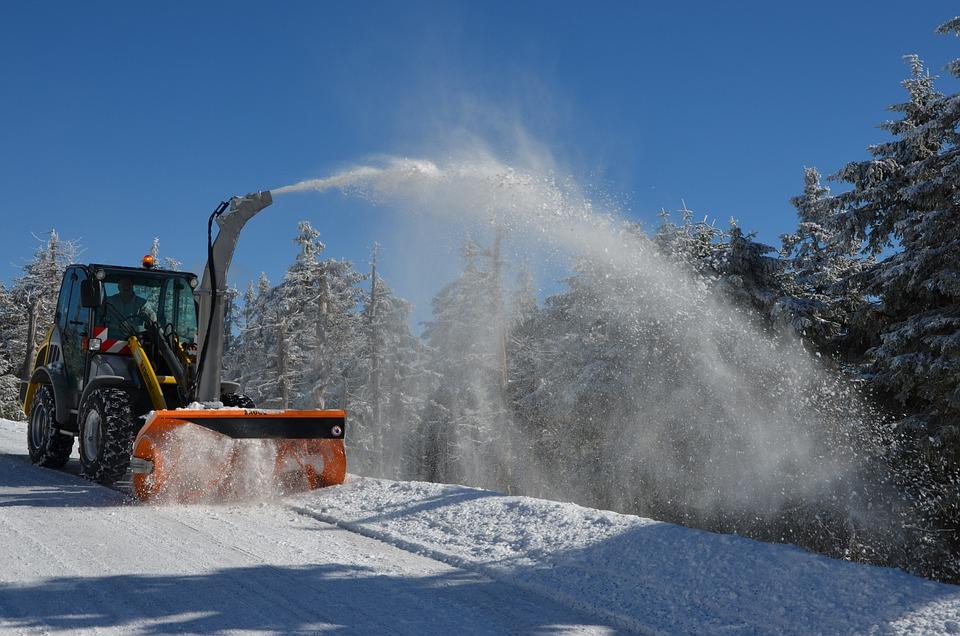 Schneepflug, Schnee, Winterdienst, Winterräumdienst