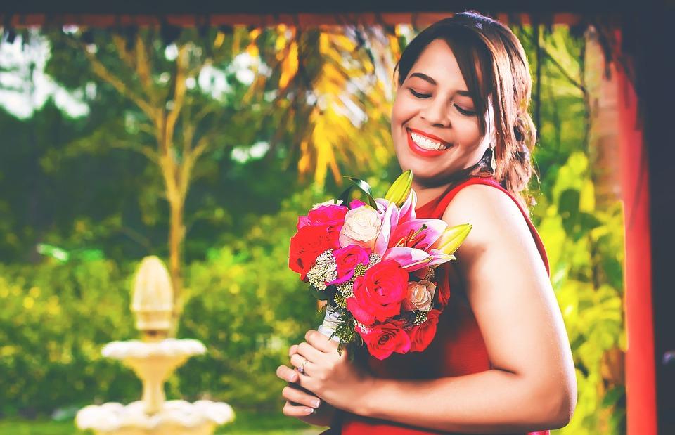 Mujer, Ramo De Flores, Flores, Feliz, Sonriendo