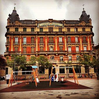 curiosidades de Pamplona, Fachada edificio La Agrícola, Pamplona