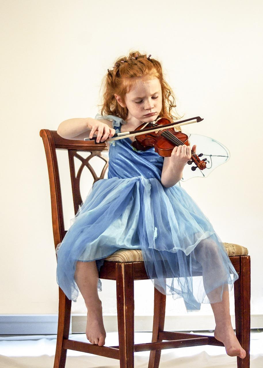 Картинка девочка со скрипкой
