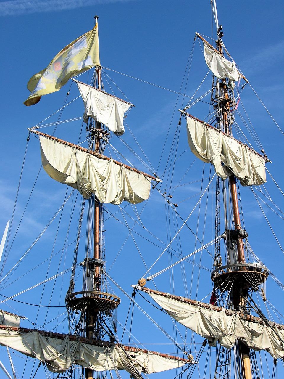 тут есть поднятые паруса на корабле фото польский крест